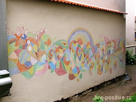 Мелками на стене