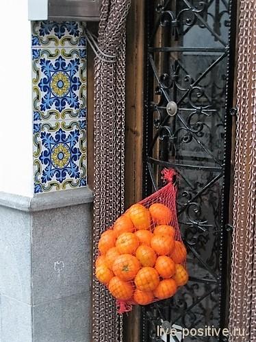 Входная дверь в дом в Испании