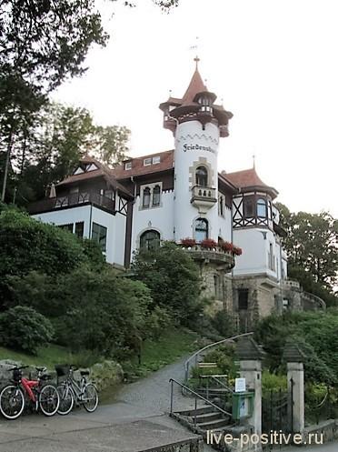 практически сказочный замок