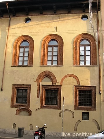 Старинный дом в Милане