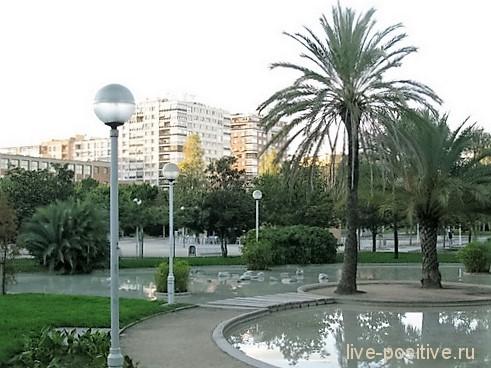 Парк в старом русле реки
